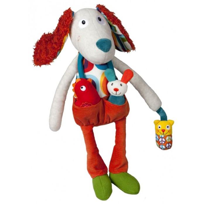Развивающая игрушка Ebulobo Пёсик ТониПёсик ТониEbulobo Развивающая игрушка Пёсик Тони  в этой серии каждая игрушка – это целая история о забавных приключениях обитателей фермы!  Песик Тони – надежный охранник для обитателей фермы Ebulobo, может стать верным другом Твоему малышу. Его мохнатые шуршащие ушки, винтажная рубашка и оранжевые брюки понравятся Твоему ребенку. Песик Тони обязательно познакомит Твоего малыша со своими друзьями, с которыми никогда не расстается! Кошка-погремушка, кролик-бубенчик, цыпленок-пищалка прячутся в кармашке брюк Песика.  Размер 45 см, а значит, она может быть полноценным партнером Твоего ребенка во время игр. Приятные безопасные ткани, разные по фактуре игрушки, развивают тактильное восприятие, координацию движений и мелкую моторику рук малыша.<br>