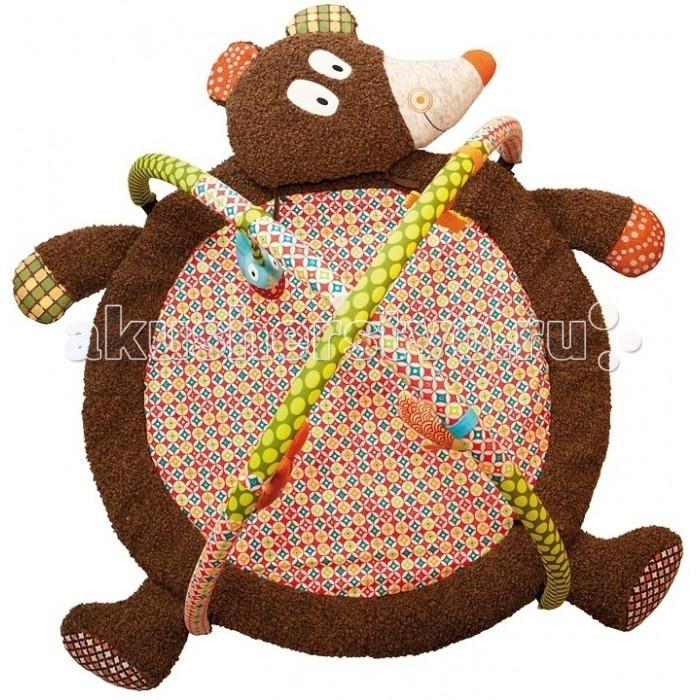 Развивающий коврик Ebulobo МишкаМишкаEbulobo Развивающий коврик Мишка создан в виде плюшевого медведя, лапы и хвост которого шуршат, а голову при желании можно легко отвязать и использовать отдельно как подушку. Игрушки, такие как рыбка-пищалка, птичка-бубенчик, белка-погремушка, упражняют слуховое восприятие, а печенье-прорезыватель почешет растущие зубки.  Более того, огромные мохнатые лапы Медведя и две подвесные дуги о коврика создают уютное маленькое пространство, в котором малыш будет чувствовать себя комфортно и в безопасности.  В развивающем коврике Мишка  игрушки можно легко перемещать по дуге, они всегда будут в зоне досягаемости  ребенка. Коврик мягконабивной, соткан из качественного и приятного на ощупь материала, окрашен безопасными и стойкими красками.  В комплекте:     две съемные мягкие дуги игрушка Рыбка-пищалка игрушка Рыбка-бубенчик игрушка Белка-погремушка прорезватель Печенье.<br>