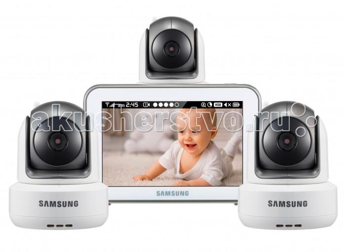 Samsung Видеоняня 3 камерыВидеоняня 3 камерыSamsung Видеоняня отличается высоким качеством и надёжностью. Благодаря наличию самых востребованных функций, видеоняня удобна в обращении и в значительной степени упрощает повседневную работу родителей. Качество изделия, которое характерно зарекомендовавшему себя производителю, обеспечивает высокую безопасность, высокое качество изображения и звука. Обеспечена гарантией производителя и надлежащим уровнем сервиса.   В комплекте видеоняни 3 камеры. Оснащена функцией разделения экрана для просмотра всех подключенных к системе детских блоков одновременно. Предусмотрен также и режим сканирования, в котором с промежутком в несколько секунд на экран выводится изображение с каждой камеры поочередно. Видеоняня оснащена всеми необходимыми современным родителям функциями и удобна в повседневном использовании. Современные технологии цифровой передачи данных, используемые в устройстве, обеспечивают качественную и устойчивую к помехам связь без интерференции.   Особенности: Изображение камеры высокого качества HD 720p (разрешение 1280 x 720, эффективные пиксели H: 1280 / V: 1024) Высокое качество изображения на мониторе, разрешение 800 х 480 пикселей Сенсорный дисплей, управление с помощью прикосновения к экрану Удалённое управление поворотом камеры с родительского блока Поворот камеры: 300o по горизонтали 110o по вертикали, чем обеспечивается полный обзор комнаты Угол обзора камеры в пассивном положении 55o (обычно этого достаточно, чтобы охватить больше половины детской комнаты, зависит от места расположения) Двухсторонняя связь позволяет успокоить кроху на расстоянии, если он расплакался Высокое качество звука Ночник на детском блоке, управляемый с родительского блока Чистый цифровой сигнал обеспечивает надёжную связь, которую не могут прервать работающие роутеры, микроволновая печь, домашний радиотелефон или прочие бытовые электронные приборы Режим ночного видения включается автоматически при недостаточном освещении Инфракрасная по