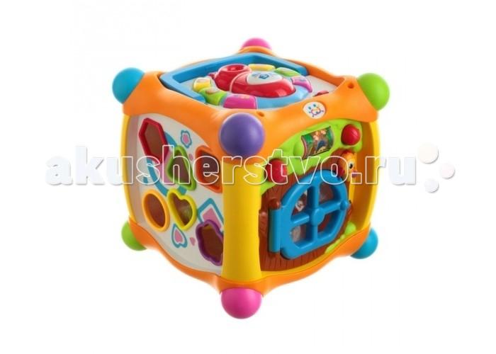 Huile Toys Игровой центр для малышей Куб со световыми и звуковыми эффектамиИгровой центр для малышей Куб со световыми и звуковыми эффектамиHuile toys Игровой центр для малышей Куб со световыми и звуковыми эффектами - это многофункциональная игрушка, которая на долгое время увлечет ребенка. Удобная ручка для переноски, делает эксплуатацию куба более комфортной. Игрушка окрашена во все цвета радуги, что непременно порадует ребенка настроит его на веселую игру.   С одной стороны куба расположен сортер, к которому прилагаются 6 разноцветных формочек, внутри которых находятся фрукты, чей цвет совпадает с цветом крышки формочки. С другой стороны размещен небольшой пазл из 4 элементов, который предлагает собрать изображение веселой обезьянки. Следующий игровой участок представляет собой телефон с различными звуковыми кнопками. Данный игровой центр поможет развить логическое мышление, восприятие цветов, восприятие звуковой информации.  Комплект: 1 развивающий куб, 6 баночек с разноцветными крышками и фруктами.<br>