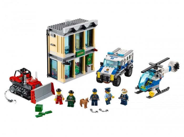 Конструктор Lego Ограбление на бульдозереОграбление на бульдозереLego Конструктор Ограбление на бульдозере из 561 миниатюрной детали набора возможно воссоздать полноценный банк современного хай-тек стиля: охранная стилистика, видеокамеры, надежный сейф, обустроенная администраторская зона. Также собирается специальный бульдозер, благодаря которому преступники воруют сейф.  Ответом полицейского департамента будет специальный грузовик-блокиратор в совокупности с вертолетом-перехватчиком. Двое активных преступников пытаются скрыться от 3 подготовленных полицейских и служебной собаки.  Комплектация: Деталей – 561 5 действующих лиц Фигурка собаки Банковское здание с хранилищем Бульдозер, вертолет полиции, грузовик Дополнительные аксессуары и встраиваемый банкомат.<br>