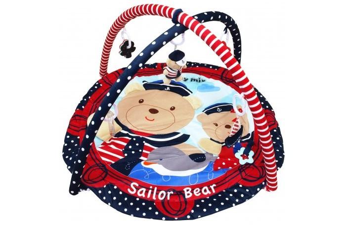 Развивающий коврик Baby Mix Sailor BearSailor BearBaby Mix Развивающий коврик Sailor Bear - этот мягкий развивающий коврик с двумя съемными дугами, станет первой площадкой для игр вашего малыша. Круглый набивной коврик в форме круга с веселыми мишками выполнен из необычайно мягкого и приятного на ощупь материала. К дугам коврика крепятся 5 развивающих игрушек-погремушек.   Развивающий коврик имеет огромное значение для развития ребенка. Малыш сосредотачивает свой взгляд на игрушке, наблюдает за ней, пытается дотянуться и встать. Играя с ковриком, малыш развивает сенсорное восприятие и моторику пальчиков рук.Необычно яркий и стильный дизайн в морском стиле, будет радовать малыша.  Особенности: контрастные элементы для развития зрения малыша 2 съемные дуги 5 подвесных игрушек, которые можно использовать отдельно на игровом поле есть несколько разнотекстурных элементов кроха учится фокусировать взгляд на предмете малыш учится удерживать в руках предметы ребенок получает знания о пространственном положении вещей мелкие детали и разнофактурные элементы стимулируют развитие мелкой моторики и тактильного восприятия спокойные тона успокаивают ребенка<br>