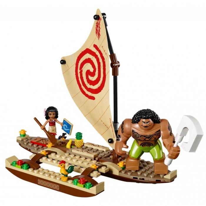 Конструктор Lego Disney Princesses Путешествие Моаны через океанDisney Princesses Путешествие Моаны через океанLego Путешествие Моаны через океан. Бесстрашная Моана отправляется в опасное путешествие через океан. Ее сопровождают Мауи и глуповатый петушок Хей-Хей. По пути им нужно изучить карту звездного неба. А если проголодаются, в палубе есть хранилище для бананов и ананасов. Впрочем, мирно плыть под открытым небом Моане не получиться – лодку атакуют злые воины Какамора. Используя катапульту, они попытаются отобрать у героини сердце Те Фити.   Но друзья не сдаются, ведь впереди их ждет важное задание – превратить зловещий остров в зеленый мирный уголок. Из 307 деталей можно собрать лодку с большим парусом и открывающейся палубой, катапульту злобных Какамора и остров Те Фити. В комплект входят фигурки Мауи и Моаны с Хей-Хейем. Красивые аксессуары – ананас, банан, карта звездного неба, весло и сердце Те Фити – сделают путешествие более реальным. Набор рассчитан на возрастную категорию 6-12 лет.<br>