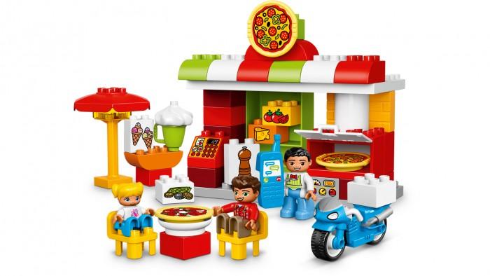 Конструктор Lego Duplo ПиццерияDuplo ПиццерияLego Duplo Пиццерия. Маленькие исследователи будут в восторге от этого набора. Красочный дизайн принесёт множество удовольствий малышу. Интересные и хорошо выполненные рисунки вдохновят ребёнка на фантазии и новые игровые приключения. Кирпичики  Дупло предназначены для маленьких рук, чтоб обеспечить безопасную игру. Это развивает мышление и мелкую моторику. Набор содержит три фигурки людей: владелец ресторана, отец и ребёнок.    Также содержит сборную пиццерию со складывающейся печью для пиццы и открытой зоной  отдыха. Кроме того в зоне для отдыха есть зонтик от солнца, мороженное и мотоцикл для доставки пиццы. Помимо крупных деталей есть более мелкие, такием, как помидоры, сыр, мельница для перца, деньги. Аксессуары включают в себя три пиццы с двумя различными начинками, кассовый аппарат, чашку и сотовый телефон.<br>