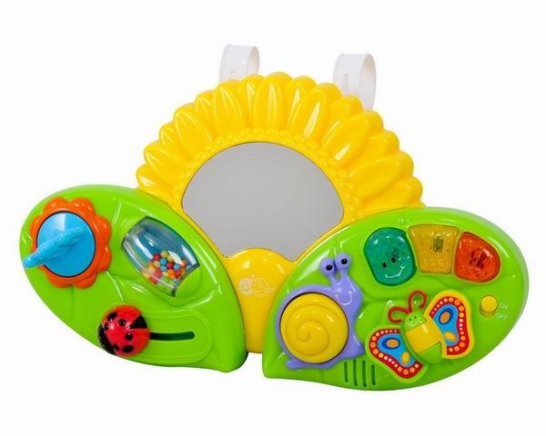 Подвесная игрушка Playgo Подсолнух на кроваткуПодсолнух на кроваткуПодсолнух на кроватку Playgo Play 2458 - очень красивый и яркий развивающий центр.  Малышам очень нравятся музыкальные игрушки, кроме того, они полезны для развития слуха и речи. Музыкальные игрушки часто используются в развивающих занятиях с детьми раннего возраста.   Особенности: Игрушка имеет звуковые эффекты.  Божья коровка передвигается, шарики в цилиндре перекатываются, синий цветочек крутится.  С правой стороны - музыкальная часть.  Игрушка надолго увлечет малыша в кроватке.  Когда малыш подрастет, то сможет играть с ней и сидя.<br>