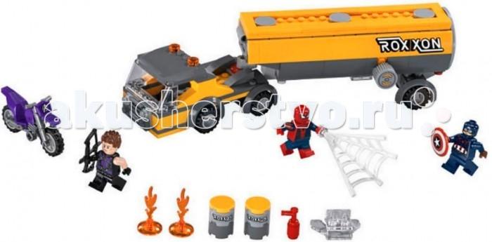 Конструктор Lego Super Heroesза Мстители Нападение на бензовозSuper Heroesза Мстители Нападение на бензовозLego Super Heroesза Мстители Нападение на бензовоз - сложно представить себе современный эпос про супергероев без динамических сцен со взрывами, перевернутыми автомобилями и диким экшеном. Понимают это и дизайнеры из Lego, посему данный набор и акцентирует внимание покупателя на воссоздании сцены с участием огромного тягача.  А в самой дорожной потасовке поучаствовать могут целых четыре фигурки известных персонажей: Человек-Паук, Вижн, Капитан Америка и Соколиный Глаз. К слову, последнего персонажа можно вполне искусственно побрить, потому как его шевелюра крепится к голове и может при желании с легкостью сниматься.<br>