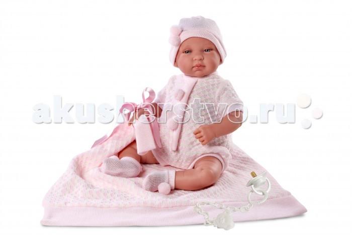 Llorens Кукла младенец 43 см с одеяломКукла младенец 43 см с одеяломLlorens Кукла младенец 43 см с одеялом. Кукла из ПВХ с мягконабивным туловищем из синтетического волокна. Без механизмов и звуковых эффектов. Кукла одета в розовое боди, шапочку, носочки. Глазки у куклы не закрываются. К кукле прилагается соска и одеяльце.   Упакована в подарочную упаковку.<br>