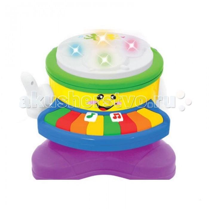 Музыкальная игрушка Kiddieland Барабан-пианиноБарабан-пианиноМузыкальная игрушка Kiddieland Барабан-пианино познакомит малыша  с приёмами игры на пианино и барабане, а также научить его различать звуки различных музыкальных инструментов. Игрушка имеет забавный мультяшный дизайн с нарисованной физиономией, корпус имеет плавные очертания, без острых углов и выступов.  Игрушка снабжена световыми и звуковыми эффектами и позабавит кроху веселыми мелодиями и звуками фортепиано, саксофона, флейты, бубна и скрипки.<br>