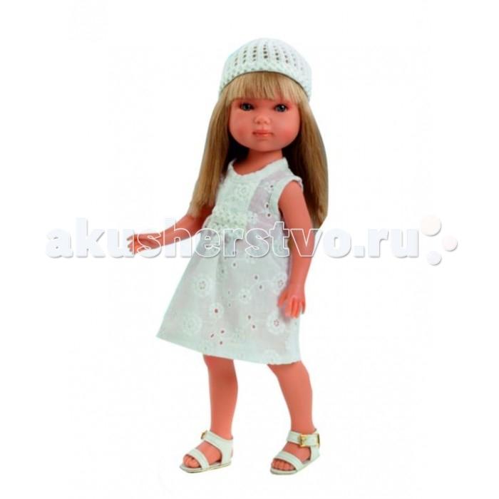 Vestida de Azul Карлотта блондинка с челкой Лето ВинтажКарлотта блондинка с челкой Лето ВинтажVestida de Azul Карлотта блондинка с челкой Лето Винтаж - это добрая, приветливая и очаровательная кукла которая обязательно понравится вашей маленькой принцессе.  Особенности: Очаровательная блондинка Карлотта в стильном наряде: легкое светлое платье, вязаная шапочка и белые босоножки. Изящный летний образ куклы в стиле винтаж поможет сформировать вкус ребенка с самых ранних лет Милое личико куколки никого не оставит равнодушным: пухлые щечки с румянцем, вздернутый носик и выразительные глазки с длинными ресницами, наклеенными вручную, которые выглядят как настоящие Длинные волосы куклы густо прошиты и напоминают натуральные. Челка Карлотты прошита отдельно, а значит всегда будет красиво уложенной. Девочка сможет попробовать себя в роли парикмахера и создавать разнообразные прически, развивая креативность Кукла изготовлена из плотного гипоаллергенного винила высокого качества, и умеет стоять без поддержи Подвижные руки, ноги и голова для незабываемой реалистичной игры В наборе: кукла Карлотта комплект одежды<br>