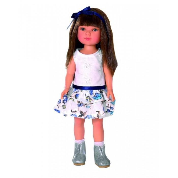 Vestida de Azul Карлотта брюнетка с челкой Лето CasualКарлотта брюнетка с челкой Лето CasualVestida de Azul Карлотта брюнетка с челкой Лето Casual - это добрая, приветливая и очаровательная кукла которая обязательно понравится вашей маленькой принцессе.  Особенности: Милая брюнетка Карлотта в летнем образе в популярном стиле casual: нежное платье с пышной юбкой, украшенной цветочным принтом и серебристые сапожки. Стильный внешний вид куклы поможет сформировать вкус ребенка с самых ранних лет Милое личико куколки никого не оставит равнодушным: пухлые щечки с румянцем, вздернутый носик и выразительные глазки с длинными ресницами, наклеенными вручную, которые выглядят как настоящие Длинные волосы куклы густо прошиты и напоминают натуральные. Челка прошита отдельно, а значит всегда будет красиво уложенной. Девочка сможет создать самые восхитительные и оригинальные прически и укладки, что к тому же развивает креативность и фантазию Кукла изготовлена из плотного гипоаллергенного винила высокого качества, и умеет стоять без поддержи Подвижные руки, ноги и голова для незабываемой реалистичной игры В наборе: кукла Карлотта комплект одежды<br>