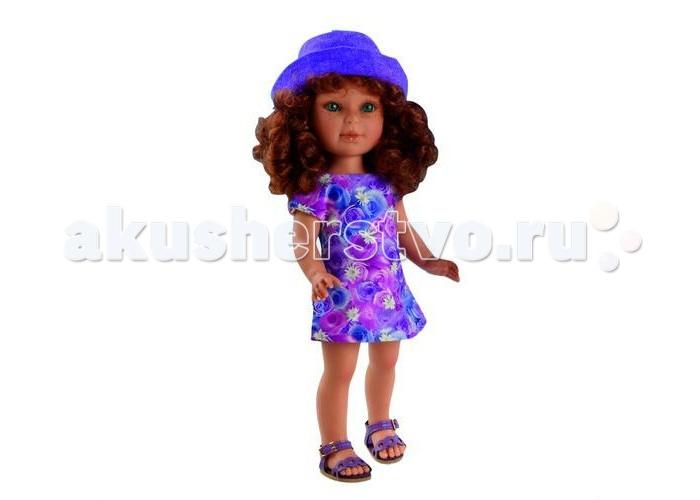 Vestida de Azul Паулина рыжая кудряшка Лето ПровансПаулина рыжая кудряшка Лето ПровансVestida de Azul Паулина рыжая кудряшка Лето Прованс восхищает с первого взгляда своим милым и реалистичным личиком, густо прошитыми волосами, а также романтичным нарядом в стиле прованс. Добрая, приветливая и очаровательная кукла, которая поразит своим гламурным образом и невероятно реалистичной внешностью и непременно понравится вашей маленькой принцессе.  Особенности: Симпатичная рыжая кудряшка Паулина в стильном наряде: цветочное платье в сиреневых тонах с коротким рукавом, босоножки и шляпка в тон. Романтичный образ куклы в стиле французского прованса поможет сформировать вкус ребенка с самых ранних лет У куклы очень приятное и милое личико: щечки с легким румянцем, слегка вздернутый носик, пухлые аккуратные губки и выразительные глаза с длинными ресницами, наклеенными вручную, которые выглядят как настоящие Длинные волосы куклы густо прошиты и напоминают натуральные. Девочка сможет попробовать себя в роли парикмахера и создавать разнообразные прически, развивая креативность Кукла изготовлена из плотного гипоаллергенного винила высокого качества, и умеет стоять без поддержи Подвижные руки, ноги и голова для незабываемой реалистичной игры В наборе: кукла Паулина комплект одежды<br>