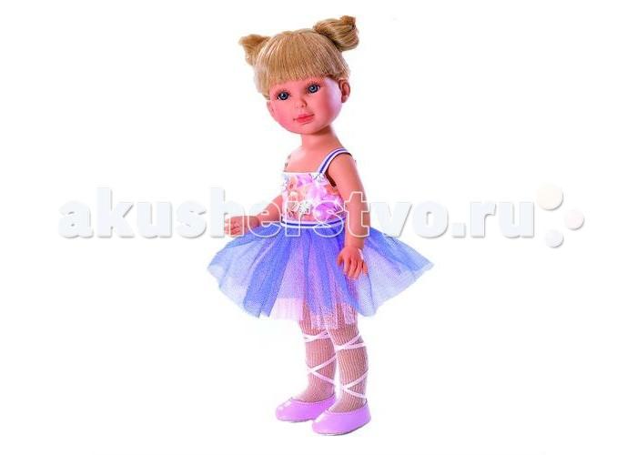 Vestida de Azul Паулина балеринаПаулина балеринаVestida de Azul Паулина балерина - эта эксклюзивная кукла-балерина поразит своим воздушным образом, роскошной прической и невероятно реалистичной внешностью.  Особенности: Милая балерина Паулина в нежном образе: платье с цветочным топом и сиреневой юбкой-пачкой, светлые колготки и розовые пуанты с атласными лентами  Волшебный образ балерины для незабываемых сюжетно-ролевых игр У куклы очень приятное и милое личико: щечки с легким румянцем, слегка вздернутый носик, пухлые аккуратные губки и выразительные глаза с длинными ресницами, наклеенными вручную, которые выглядят как настоящие Длинные волосы куклы густо прошиты и напоминают натуральные. Челка прошита отдельно, а значит всегда будет красиво уложенной   Кукла высоко детализирована: очень четко очерченные пальчики, складочки, румянец на щечках, коленках и локтях Кукла изготовлена из плотного гипоаллергенного винила без ароматизаторов, и самостоятельно стоит Подвижные руки, ноги и голова для незабываемой реалистичной игры В наборе: кукла Паулина комплект одежды<br>