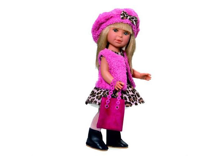 Vestida de Azul Паулина блондинка с челкой Весна МиланКуклы и одежда для кукол<br>Vestida de Azul Паулина блондинка с челкой Весна Милан - эта яркая блондинка восхищает с первого взгляда своим милым и реалистичным личиком, стильной стрижкой с челкой, а также броским образом в миланском стиле.  Особенности: Яркая блондинка Паулина в модном наряде: платье с анималистичным принтом и пышной юбкой, жилетка, берет, стильная сумка и сапожки. Броский образ куклы в миланском стиле поможет сформировать вкус ребенка. Личико Паулины очень милое: щечки с легким румянцем, слегка вздернутый носик, пухлые губки и выразительные глаза с длинными ресницами, наклеенными вручную, которые выглядят как настоящие. Длинные волнистые волосы куклы густо прошиты и напоминают натуральные. Челка прошита отдельно, а значит всегда будет красиво уложенной.  Высокая детализация кукол: очень четко очерченные пальчики, складочки, румянец на щечках, коленках и локтях. Кукла изготовлена из плотного гипоаллергенного винила без ароматизаторов, и самостоятельно стоит. Подвижные руки, ноги и голова для незабываемой реалистичной игры. В наборе: кукла Паулина комплект одежды