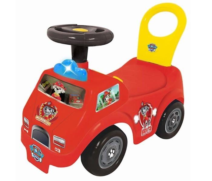 Каталка Kiddieland пушкар пожарная машина Маршалл спасательпушкар пожарная машина Маршалл спасательКаталка Kiddieland пушкар пожарная машина Маршалл спасатель порадует деток и будет очень кстати, если вы собрались с ребенком, только начинающим ходить, на длительную прогулку. На панели расположены элементы для звуковых и световых эффектов: мигают поворотники, звучат мелодии из мультфильма, другие звуковые сигналы.  Простым нажатием на песика включается мелодия из мультфильма и активизируется мигание фонаря, расположенного на капоте.  Сиденье имеет шероховатую структуру и спинку, что обеспечивает устойчивое положение ребенка (исключена возможность соскальзывания).<br>