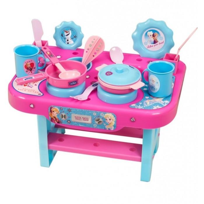 Bildo Игровая кухня малая Холодное сердцеИгровая кухня малая Холодное сердцеBildo Игровая кухня малая Холодное сердце выполнена в стиле обожаемой многими девочками героини популярного мультипликационного фильма Холодное сердце. Представляет собой стол с нижней полочкой для хранения посуды. На верхней части стола расположены мойка для мытья и чаша для полоскания посуды, плита с круглыми конфорками, стаканчики для сушки инвентаря.  В комплект входят следующие предметы кухонной утвари: 2 конфорки, сковородка, кастрюлька, 2 кружки, половник, венчик, 2 лопаточки, вилка и нож.<br>