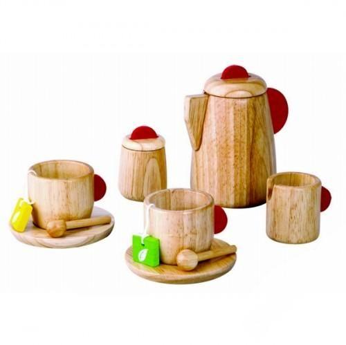 Деревянная игрушка Plan Toys Набор ЧаепитиеДеревянные игрушки<br>Набор деревянных игрушек для чаепития.  Все игрушки выполнены из каучукового дерева с использованием нетоксичных красок и специально изготавливаются с закругленными краями, чтобы избежать вероятности травмирования.  Материал: каучуковое дерево.  Размер чайника: 7 х 7 х 11 см. Диаметр тарелок: 8 см. Высота чайных предметов: 5 см.  Идеальный набор для семейного чаепития!