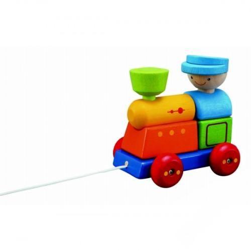 Деревянная игрушка Plan Toys Конструктор ПоездКонструктор ПоездДеревянный конструктор Поезд от Plan toys направлен на развитие мелкой моторики и координации движений малышей. Он знакомит ребенка с различными формами и цветами и развивает воображение.  Конструктор состоит из отдельных частей разной формы: платформа на ярких подвижных колесиках 4 кубика разного цвета труба фигурка, изображающая голову машиниста  Поезд можно разбирать и собирать обратно, его можно катать. К платформе поезда прикреплена длинная веревочка, за которую ребенок может возить поезд по квартире или по улице.  Во время движения отдельные части поезда Plan Toys крепко держатся друг за друга, так как они соединены специальными выемками и выступами. Каждый выступ на отдельно взятой детали соответствует только одной выемке из тех, что есть на других деталях. Например, труба и фигурка-голова машиниста могут надеваться только на штырьки, предназначенные для них.  Все игрушки Plan Toys выполнены из каучукового дерева с использованием нетоксичных красок и специально изготавливаются с закругленными краями, чтобы избежать вероятности травмирования.  Размер игрушки: 10,2 х 14,4 х 13,5 см. Предназначена для детей от 2 лет. Игрушка - обладатель премии Выбор родителей США.<br>