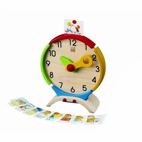 Деревянная игрушка Plan Toys ЧасыЧасыДеревянные развивающие и обучающие часы от Plan Toys помогут вашему ребенку быстро понять и научиться определять время - с помощью карточек с картинками, которые помещаются на часы.  Игрушка стимулирует развитие языковых навыков, социальных отношений и интерес к изучению окружающей среды.  Все игрушки Plan Toys выполнены из каучукового дерева с использованием нетоксичных красок и специально изготавливаются с закругленными краями, чтобы избежать вероятности травмирования детских ручек.  Игрушка - обладатель серебряной премии дошкольного образования в Великобритании.<br>