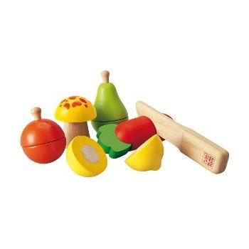 Деревянная игрушка Plan Toys Набор фруктов и овощейНабор фруктов и овощейДеревянный набор овощей и фруктов от Plan Toys - отличный выбор маленькой хозяюшке!  Сладкая груша, спелое яблоко или хрустящая морковка легко режутся на половинки. Из них можно приготовить вкуснейший фруктовый или овощной салат! Этот набор является идеальным дополнением к набору посуды или кухне от Plan Toys.  Все игрушки Plan Toys выполнены из каучукового дерева с использованием нетоксичных красок.  В набор входит: апельсин, гриб, груша, лимон, морковка, ножик.  Размер игрушки: 2,5 х 16 х 2,5 см Для детей от 2 лет.<br>