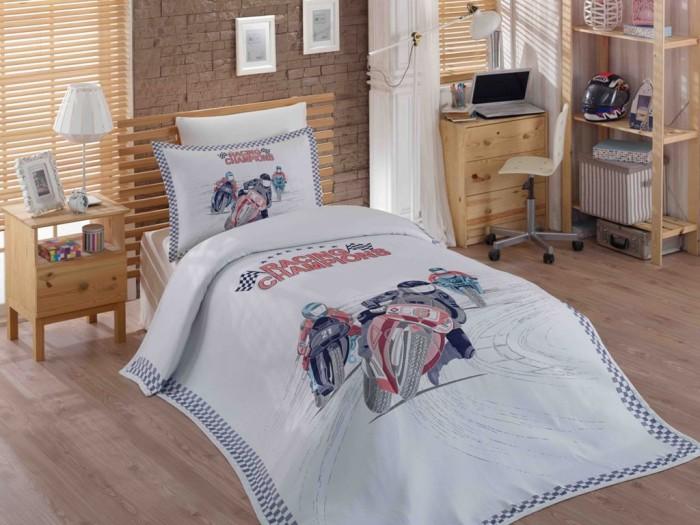 Постельное белье Hobby Home Collection 1.5-спальное с покрывалом Le-Man 180x240 см1.5-спальное с покрывалом Le-Man 180x240 смПостельное белье 1.5-спальное Hobby Home Collection с покрывалом Le-Man 180x240 см задает тон моде и открывает новую эру с каждой новой коллекцией.   Hobby Home Collection создают модели, создающие вдохновение благодаря всему ассортименту продукции, от постельного белья до спальных комплектов, от покрывал до комплектов для детских и подростковых комнат, от полотенец до банных халатов.  Покрывало и наволочка 50х70 см выполнены из синтетического жаккарда (80% полиэстер, 20% хлопок). Простынь и наволочка 70х70 см выполнены из хлопкового сатина (100% хлопок).  ВНИМАНИЕ! Пододеяльника в комплекте нет, вместо него в комплекте идет жаккардовое покрывало.  Наволочки с декоративным кантом особенно подойдут, если вы предпочитаете класть подушки поверх покрывала. Кайма шириной 5-10см с трех или четырех сторон делает подушки визуально более объемными, смотрятся они очень аккуратно, даже парадно. Еще такие наволочки называют оксфордскими или наволочками «с ушками».  В сатине высокой плотности нити очень сильно скручены, поэтому ткань гладкая и немного блестит. Краска на сатине держится очень хорошо, новое белье не полиняет и со временем не станет выцветать. Комплект из плотного сатина прослужит дольше любого другого хлопкового белья. Благодаря диагональному пересечению нитей, он почти не мнется, но по гладкости и мягкости уступает атласным тканям.  Комплект: Жаккардовое покрывало 1 шт. 180 x 240 см Простынь 1 шт. 160 x 240 см Наволочка 1 шт. 50 x 70 см Наволочка 1 шт. 70 х 70 см<br>