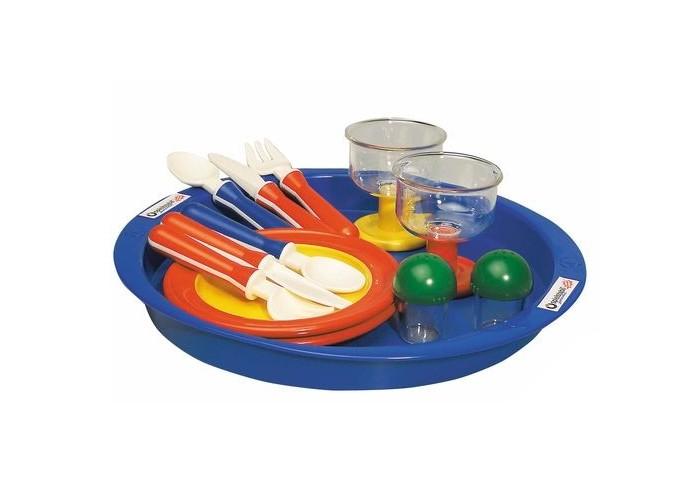 Spielstabil Набор посуды Время ланчаНабор посуды Время ланчаSpielstabil Набор посуды Время ланча - это красивый набор для сюжетно-ролевой игры в компактной прозрачной сумке. Ваша маленькая хозяйка с огромным удовольствием будет кушать из посуды Spielstabil, готовить в ней игрушечную еду и угощать своих гостей. Такой набор - веселое предложение для детей, которые любят поиграть во дворе, и при этом, не забывают накормить своих любимых игрушек ланчем.   Набор состоит из всего самого необходимого, а большая тарелка-поднос поможет легко и быстро сервировать игрушечный столик. Также сам набор храниться в вместительной и удобной сумке, благодаря которой, очень легко взять набор посуды с собой во двор. Ножи из набора посуды Время ланча по-настоящему режут. Из этой посуды можно есть, ее можно греть в микроволновке и мыть в посудомоечной машине.   В комплекте 13 предметов на две персоны: поднос столовые приборы солонка и перечница бокалы тарелки<br>