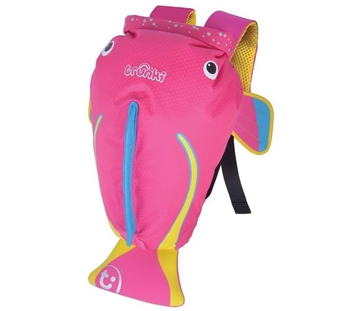 Trunki Рюкзак для бассейна и пляжа Коралловая рыбкаРюкзак для бассейна и пляжа Коралловая рыбкаTrunki Рюкзак для бассейна и пляжа Коралловая рыбка выполнен в виде розовой рыбки с хвостиком и плавниками. Материал, из которого сделан рюкзак, водоотталкивающий, а это значит, что малышу не придется волноваться за то, что его вещи и любимые игрушки могут промокнуть.   Рюкзак для бассейна и пляжа оснащен специальным креплением Trunki, с помощью которого к рюкзаку можно подвесить детские солнцезащитные очки. Рюкзак имеет светоотражающую отделку, а также карман в виде плавника, куда можно положить различные мелочи.    Особенности:  водоотталкивающий материал надежная и простая застежка широкие лямки обеспечивают удобную посадку и снижают давление карман на молнии в хвосте рыбки держатель для солнцезащитных очков вставки из сетчатой дышащей ткани на спинке светоотражающие вставки благодаря размеру идеально подходит для раздевалок в бассейне или в школе<br>