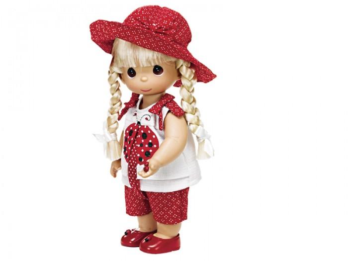 Precious Кукла Горошинка блондинка 30 смКукла Горошинка блондинка 30 смКукла Precious Moments Горошинка блондинка одета в красные шорты в горошек и белую маечку, украшенную изображением божьей коровки. На голове куклы - красная шляпка в горошек, на ногах - красные туфельки. Вся одежда у куклы съемная. У Горошинки светлые волосы, заплетенные в две косички, и большие карие глаза. В руке девочка держит божью коровку.    Особенности:  Вся одежда съемная.   Кукла изготавливается из качественного, безопасного материала и имеет пять базовых точек артикуляции.   Кукла имеет свой неповторимый образ и характер.   Волосы прошитые, из качественного синтетического волокна или крученых ниток, в зависимости от образа. Рост куклы 30 см.<br>