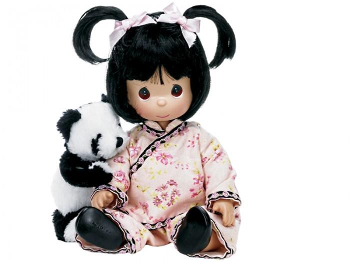 Precious Кукла Мир и гармония 30 смКуклы и одежда для кукол<br>Кукла Precious Moments Мир и гармония с темными волосами одета в нарядное кимоно с цветочным узором. Волосы завязаны в две косички с помощью розовых атласных лент. У куклы милое личико с большими голубыми глазами. Вся одежда съемная.   В комплекте с куклой идет ее игрушка - большая пушистая панда.    Особенности:  Вся одежда съемная.   Кукла изготавливается из качественного, безопасного материала и имеет пять базовых точек артикуляции.   Кукла имеет свой неповторимый образ и характер.   Волосы прошитые, из качественного синтетического волокна или крученых ниток, в зависимости от образа. Рост куклы 30 см.