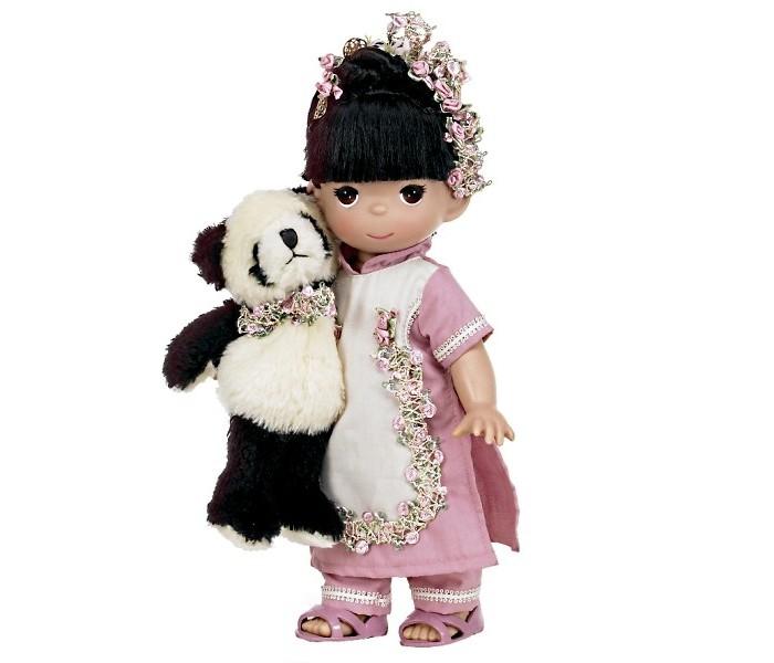 Precious Кукла Близко к сердцу 30 смКукла Близко к сердцу 30 смКукла Precious Moments Близко к сердцу очарует вас и вашу дочурку с первого взгляда!   Кукла одета в костюм розового и светло-бежевого цветов. Вся одежда у куклы съемная. У куклы черные волосы, убранные в оригинальную прическу, и большие карие глаза. В руке девочка держит мягкую игрушку.    Особенности:  Вся одежда съемная.   Кукла изготавливается из качественного, безопасного материала и имеет пять базовых точек артикуляции.   Кукла имеет свой неповторимый образ и характер.   Волосы прошитые, из качественного синтетического волокна или крученых ниток, в зависимости от образа. Рост куклы 30 см.<br>