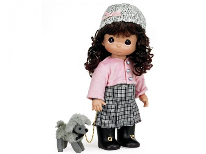 Precious Кукла На прогулке 30 смКукла На прогулке 30 смКукла Precious Moments На прогулке очарует вас и вашу дочурку с первого взгляда!   Кукла одета в клетчатую юбку, розовую кофту и черные сапожки. На голове у куколки темные вьющиеся волосы и милая вязаная шапочка. У девочки большие карие глаза. В комплект с куклой входит ее собачка на поводке.    Особенности:  Вся одежда съемная.   Кукла изготавливается из качественного, безопасного материала и имеет пять базовых точек артикуляции.   Кукла имеет свой неповторимый образ и характер.   Волосы прошитые, из качественного синтетического волокна или крученых ниток, в зависимости от образа. Рост куклы 30 см.<br>