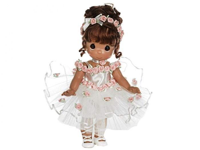 Precious Кукла Танец в сердце брюнетка 30 смКукла Танец в сердце брюнетка 30 смКоллекционная кукла Precious Moments Танец в сердце очарует вас и вашу дочурку с первого взгляда!   Кукла одета в белое бальное платье, украшенное розовыми цветами. Темные волосы куклы забраны в вечернюю прическу. У девочки большие карие глаза.    Особенности:  Вся одежда съемная.   Кукла изготавливается из качественного, безопасного материала и имеет пять базовых точек артикуляции.   Кукла имеет свой неповторимый образ и характер.   Волосы прошитые, из качественного синтетического волокна или крученых ниток, в зависимости от образа. Рост куклы 30 см.<br>