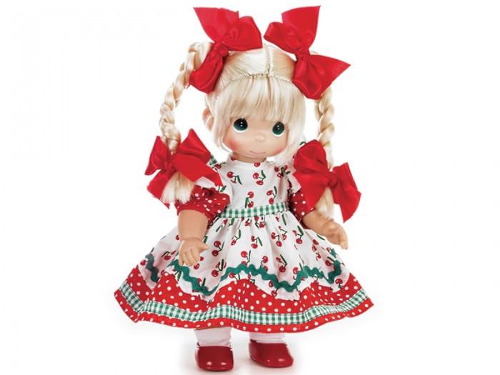 Precious Кукла Вишневая тропинка 30 смКукла Вишневая тропинка 30 смКоллекционная кукла Precious Moments Вишневая тропинка очарует вас и вашу дочурку с первого взгляда!   Кукла станет отличным подарком для любой девочки на день рождения или другой праздник. Кукла одета в длинное легкое платье, украшенное принтом, а на ногах - белые носочки и красные туфельки. Светлые волосы заплетены в две косички, украшенные бантиками. На милом личике большие глаза изумрудного цвета.    Особенности:  Вся одежда съемная.   Кукла изготавливается из качественного, безопасного материала и имеет пять базовых точек артикуляции.   Кукла имеет свой неповторимый образ и характер.   Волосы прошитые, из качественного синтетического волокна или крученых ниток, в зависимости от образа. Рост куклы 30 см.<br>