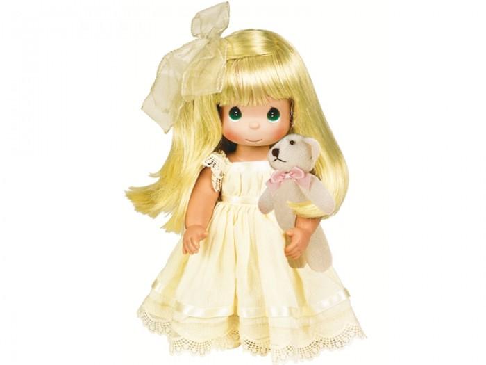 Precious Кукла Люби меня блондинка 30 смКукла Люби меня блондинка 30 смКоллекционная кукла Precious Moments Люби меня очарует вас и вашу дочурку с первого взгляда!   Кукла станет отличным подарком для любой девочки на день рождения или другой праздник. Кукла одета в длинное желтое платье, оформленное кружевами, на ногах - туфельки. Вашей дочурке непременно понравится расчесывать длинные белокурые волосы куклы, придумывая различные прически. К кукле прилагается мягкая игрушка в виде медвежонка.    Особенности:  Вся одежда съемная.   Кукла изготавливается из качественного, безопасного материала и имеет пять базовых точек артикуляции.   Кукла имеет свой неповторимый образ и характер.   Волосы прошитые, из качественного синтетического волокна или крученых ниток, в зависимости от образа. Рост куклы 30 см.<br>