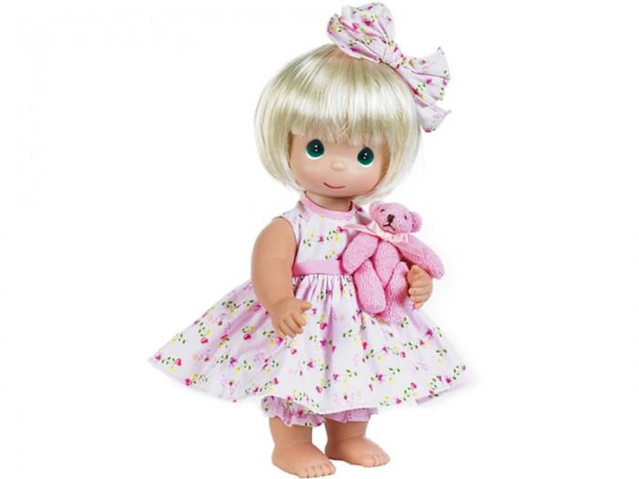 Precious Кукла Босоногая блондинка 30 смКукла Босоногая блондинка 30 смКоллекционная кукла Precious Moments Босоногая очарует вас и вашу дочурку с первого взгляда!   Кукла со светлыми волосами одета в розовое платье, украшенное цветочным принтом. Под платьем - розовые панталоны. У девочки большие синие глаза. В руках кукла держит плюшевого медвежонка.    Особенности:  Вся одежда съемная.   Кукла изготавливается из качественного, безопасного материала и имеет пять базовых точек артикуляции.   Кукла имеет свой неповторимый образ и характер.   Волосы прошитые, из качественного синтетического волокна или крученых ниток, в зависимости от образа. Рост куклы 30 см.<br>