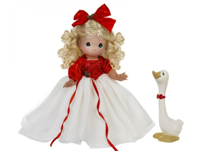 Precious Кукла Сезон радости блондинка 30 смКукла Сезон радости блондинка 30 смКоллекционная кукла Precious Moments Сезон радости очарует вас и вашу дочурку с первого взгляда!   Кукла Сезон радости одета в пышное платье с белым подолом. На ногах у куклы золотистые туфли. У девочки светлые вьющиеся волосы и большие глаза изумрудного цвета. В комплект с куклой входит гусь с красным бантиком на шее.    Особенности:  Вся одежда съемная.   Кукла изготавливается из качественного, безопасного материала и имеет пять базовых точек артикуляции.   Кукла имеет свой неповторимый образ и характер.   Волосы прошитые, из качественного синтетического волокна или крученых ниток, в зависимости от образа. Рост куклы 30 см.<br>