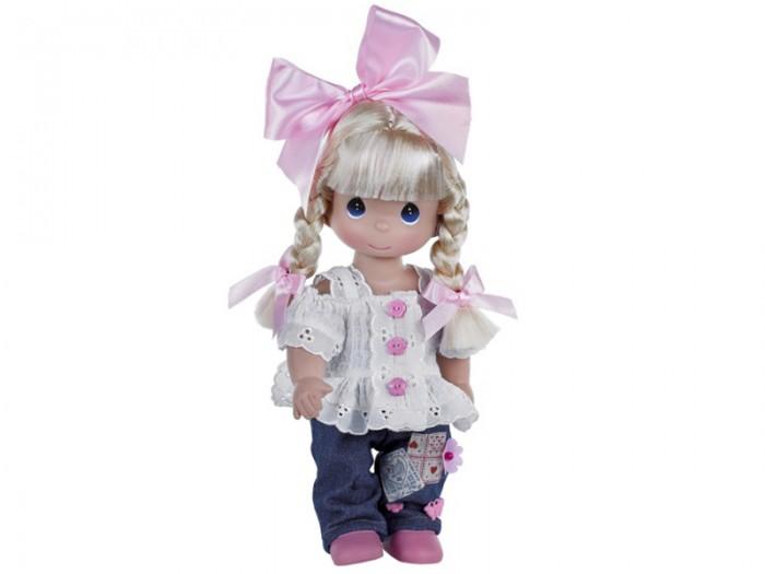 Precious Кукла Милашка 30 смКукла Милашка 30 смКоллекционная кукла Precious Moments Милашка очарует вас и вашу дочурку с первого взгляда!   Кукла одета в бело-розовое платье, оформленное кружевами, на ногах - белые носочки и розовые ботиночки. У девочки темные волосы и большие карие глаза. В руках она держит коробку с подарком, а на голове у куклы праздничный колпак с надписью Happy Birthday.   Особенности:  Вся одежда съемная.   Кукла изготавливается из качественного, безопасного материала и имеет пять базовых точек артикуляции.   Кукла имеет свой неповторимый образ и характер.   Волосы прошитые, из качественного синтетического волокна или крученых ниток, в зависимости от образа. Рост куклы 30 см.<br>