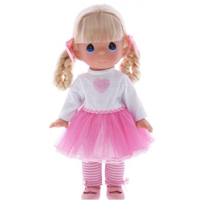 Precious Кукла Модница 30 смКукла Модница 30 смКоллекционная кукла Precious Moments Модница очарует вас и вашу дочурку с первого взгляда!   Кукла одета в платье с розовым блестящим подолом, полосатые лосины и розовые туфельки. У куклы светлые волосы, заплетенные в две косички с розовыми атласными бантиками. У девочки большие синие глаза.   Особенности:  Вся одежда съемная.   Кукла изготавливается из качественного, безопасного материала и имеет пять базовых точек артикуляции.   Кукла имеет свой неповторимый образ и характер.   Волосы прошитые, из качественного синтетического волокна или крученых ниток, в зависимости от образа. Рост куклы 30 см.<br>