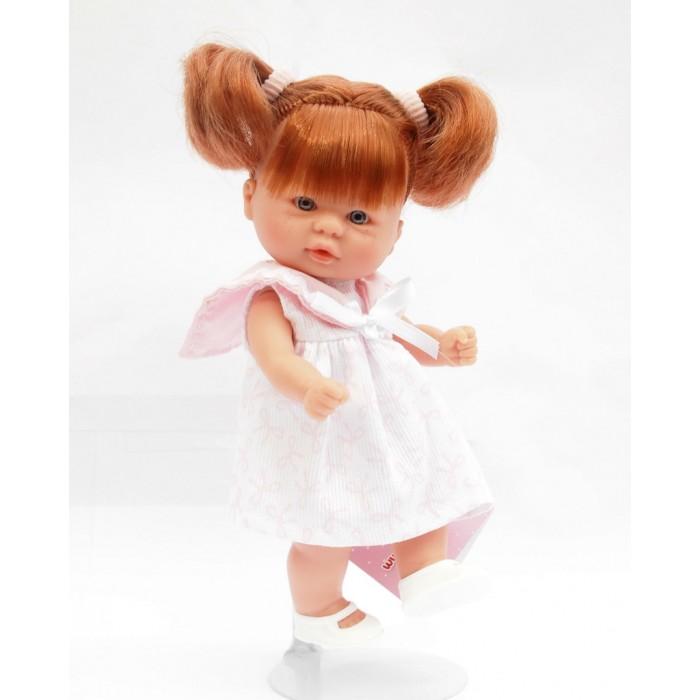 ASI Кукла пупсик 20 см 113920Кукла пупсик 20 см 113920ASI Кукла пупсик 20 см 113920   Невероятно милый и трогательный, с таким проникновенным взглядом и, кажется, сейчас оживет и заговорит. Чудесный малыш из винила станет любимцем вашего ребенка. Его так удобно держать в руках, играть с ним очень интересно.  Пупсик сделан очень качественно. Ручки, ножки и пальчики воспроизведены очень натуралистично. Волосики у куколки прошитые. Куколку можно купать.  Одет пупсик в очаровательное летнее платьице. Голову куклы украшают два хвостика с резиночками. На ножках - аккуратные туфельки.  Все пупсики ASI создаются с использованием ручного труда. В каждую куколку мастер вкладывает свою душу! Ваш ребенок сразу почувствует тепло и доброту, которая исходит из этой маленькой игрушки.  Особенности:  Пупсик ASI сделан очень качественно Без запаха   Используется безопасный твердый винил Видна прорисовка мельчайших подробностей тела, рук и ног<br>
