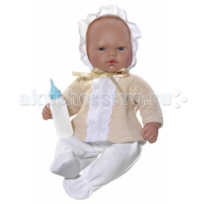 ASI Кукла Оли 30 см 453850Кукла Оли 30 см 453850ASI Кукла Оли 30 см 453850 с симпатичным личиком и очаровательным нарядом!  Голова, руки и ноги у этой куклы выполнены из винила, а тело из ткани с наполнителем. У пупса пухленькие пальчики на руках и ногах, маленькие выразительные черты лица, живые глазки и розовые губки придают ей особое очарование!  У пупса Оли нет волос. В комплекте у малышки Оли бутылочка из которой её можно кормить.  Все куклы ASI создаются с использованием ручного труда. В каждую куколку мастер вкладывает свою душу! Ваш ребенок сразу почувствует тепло и доброту, которая исходит из этой маленькой игрушки.  Особенности:  Куклы ASI сделаны очень качественно Без запаха   Используется безопасный твердый винил Видна прорисовка мельчайших подробностей тела, рук и ног<br>