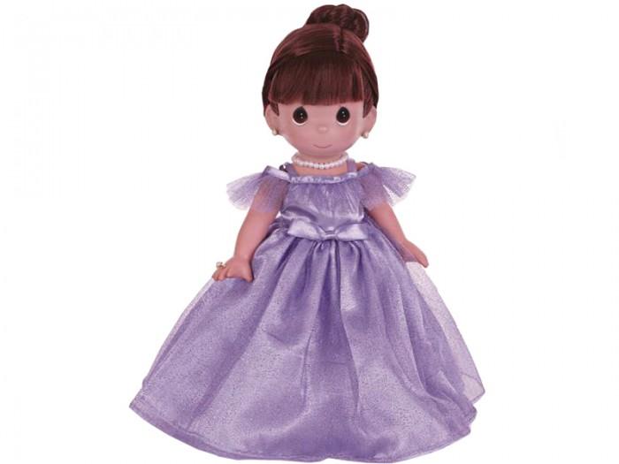 Precious Кукла Самая красивая брюнетка 30 смКукла Самая красивая брюнетка 30 смКоллекционная кукла Precious Moments Самая красивая брюнетка очарует вас и вашу дочурку с первого взгляда!   Кукла обязательно привлечет внимание вашей дочурки. На кукле потрясающее сиреневое платье, украшенное блестками, а на шее красуется ожерелье. У куклы шикарные темные волосы, которые забраны вверх. Дополнением к образу служат серьги и колечко.    Особенности:  Вся одежда съемная.   Кукла изготавливается из качественного, безопасного материала и имеет пять базовых точек артикуляции.   Кукла имеет свой неповторимый образ и характер.   Волосы прошитые, из качественного синтетического волокна или крученых ниток, в зависимости от образа. Рост куклы 30 см.<br>