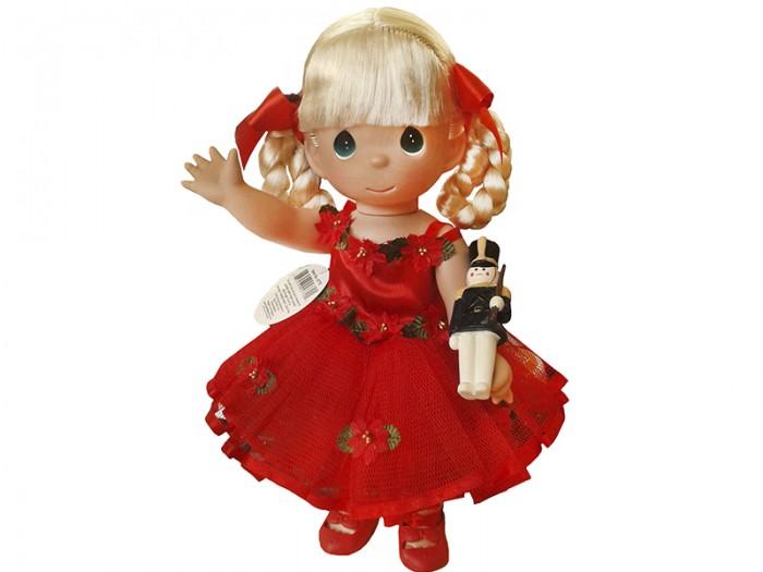 Precious Кукла Танец радости 30 смКукла Танец радости 30 смКоллекционная кукла Precious Moments Танец радости очарует вас и вашу дочурку с первого взгляда!   Кукла Танец радости одета в красное платье и красные туфли. У куклы светлые волосы, заплетенные в косички, и большие зеленые глаза. В руках девочка держит фигурку солдатика.   Особенности:  Вся одежда съемная.   Кукла изготавливается из качественного, безопасного материала и имеет пять базовых точек артикуляции.   Кукла имеет свой неповторимый образ и характер.   Волосы прошитые, из качественного синтетического волокна или крученых ниток, в зависимости от образа. Рост куклы 30 см.<br>
