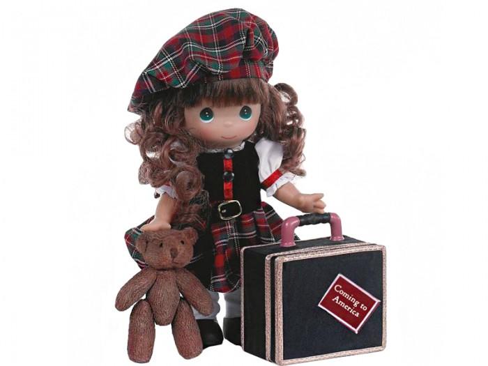Precious Кукла Путешественница Шотландия 30 смКукла Путешественница Шотландия 30 смКоллекционная кукла Precious Moments Путешественница очарует вас и вашу дочурку с первого взгляда!   Кукла с темными волосами одета в клетчатое платье с белыми рукавами. На голове - клетчатый берет. У куклы милое личико с большими изумрудными глазами. В комплекте с куклой идет ее игрушка - маленький плюшевый мишка, а также большой чемодан.    Особенности:  Вся одежда съемная.   Кукла изготавливается из качественного, безопасного материала и имеет пять базовых точек артикуляции.   Кукла имеет свой неповторимый образ и характер.   Волосы прошитые, из качественного синтетического волокна или крученых ниток, в зависимости от образа. Рост куклы 30 см.<br>
