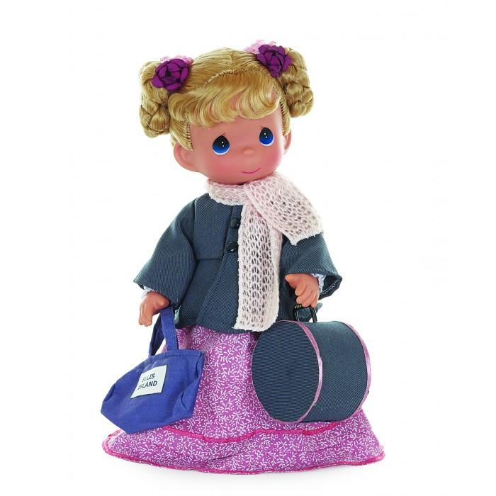 Precious Кукла Путешественница Польша 30 смКукла Путешественница Польша 30 смКукла Precious Moments Путешественница Польша очарует вас и вашу дочурку с первого взгляда!   Кукла со светлыми волосами, заплетенными в косички, и большими голубыми глазами. Кукла одета в розовое платье, серое пальто, на шее светло-розовый вязаный шарф. В комплекте с куклой идет сумка, а также большой круглый чемодан.    Особенности:  Вся одежда съемная.   Кукла изготавливается из качественного, безопасного материала и имеет пять базовых точек артикуляции.   Кукла имеет свой неповторимый образ и характер.   Волосы прошитые, из качественного синтетического волокна или крученых ниток, в зависимости от образа. Рост куклы 30 см.<br>