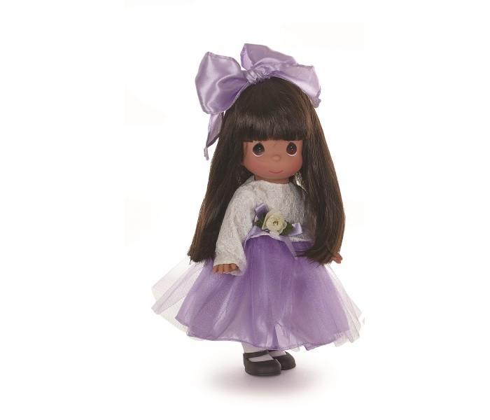 Precious Кукла Симпатичная брюнетка в кружевах 30 смКуклы и одежда для кукол<br>Кукла Precious Moments Симпатичная брюнетка в кружевах очарует вас и вашу дочурку с первого взгляда!   Кукла очарует вас и вашу дочурку с первого взгляда! Кукла одета в длинное платье с белым кружевным верхом и пышной юбкой. На ногах куколки - черные туфли. У девочки длинные темные волосы и большие карие глаза.    Особенности:  Вся одежда съемная.   Кукла изготавливается из качественного, безопасного материала и имеет пять базовых точек артикуляции.   Кукла имеет свой неповторимый образ и характер.   Волосы прошитые, из качественного синтетического волокна или крученых ниток, в зависимости от образа. Рост куклы 30 см.