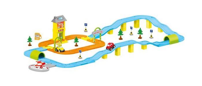 Dolu Игровой набор дорога с машинкамиИгровой набор дорога с машинкамиDolu Игровой набор дорога с машинками и вертолетной площадкой.  Особенности: все детали набора сцепляются при помощи специальных пазов круглая вертолетная площадка серая, вертолет красный пазлы дороги синего, оранжевого цвета машинки красного, желтого цвета газозаправочная заправка желтого цвета две арки и тунеля зеленого цвета 4 дорожных знака и елки.<br>