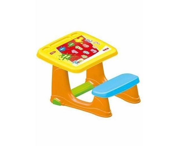 Dolu Парта со скамейкой и наклейкойПарта со скамейкой и наклейкойDolu Парта со скамейкой и наклейкой представляет собой одноместную парту соединенную со скамейкой. Под партой присутствует удобная подставка под ноги. Изготовлена из прочного и качественного пластика, который не электризуется и не вызывает аллергических реакций.  Особенности: эргономичная подставка для ног на столешнице цветная наклейка удобные отсеки для хранения канцелярских принадлежностей на поверхности стол и стул крепятся друг к другу размеры парты: 49 x 59 x 72 см<br>