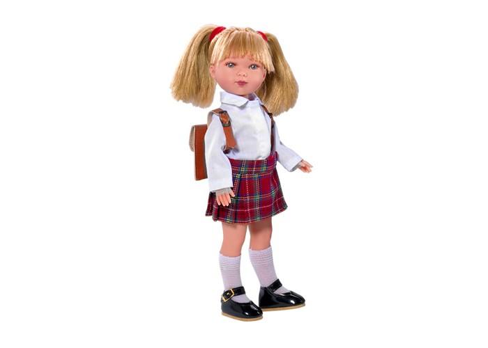 Vestida de Azul Карлотта блондинка с хвостиками ШкольницаКарлотта блондинка с хвостиками ШкольницаVestida de Azul Карлотта блондинка с хвостиками Школьница в стильном наряде: светлая блузка, юбка-шотландка в клетку, рюкзак, гольфы и лаковые туфли. Модный образ куклы в стиле школьницы поможет сформировать вкус ребенка с самых ранних лет.  Особенности: Милое личико куколки никого не оставит равнодушным: пухлые щечки с румянцем, вздернутый носик и выразительные глазки с длинными ресницами, наклеенными вручную, которые выглядят как настоящие Длинные волосы куклы густо прошиты и напоминают натуральные Челка прошита отдельно, а значит всегда будет красиво уложенной   Девочка сможет создать самые восхитительные и оригинальные прически и укладки, что к тому же развивает креативность и фантазию Кукла изготовлена из плотного гипоаллергенного винила высокого качества, и умеет стоять без поддержи Подвижные руки, ноги и голова для незабываемой реалистичной игры Рост куклы - 28 см. В наборе: кукла Карлотта комплект одежды<br>