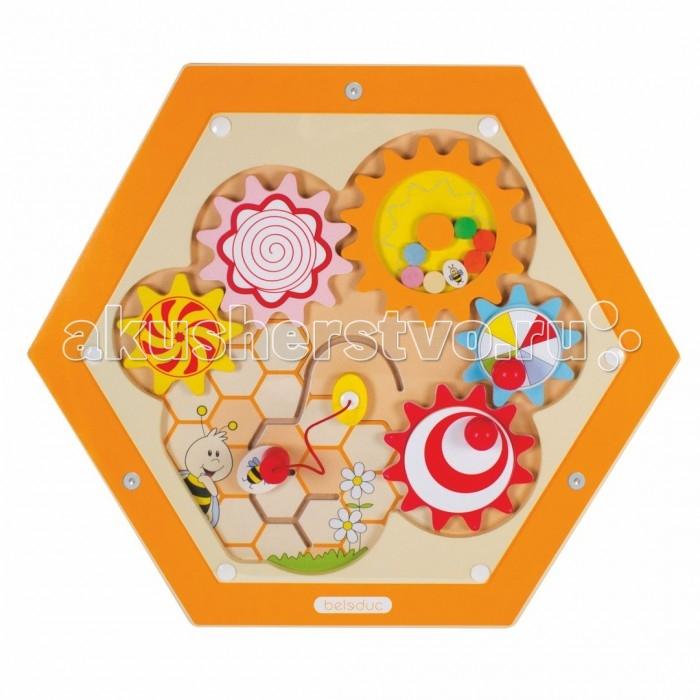 Деревянная игрушка Beleduc Настенный игровой элемент Пчелы. МеханизмыНастенный игровой элемент Пчелы. МеханизмыBeleduc Настенный игровой элемент Пчелы. Механизмы станет чудесным развлечением для Вашего любознательного малыша или малышки. Элемент даёт возможность ребёнку двигая ручку, с различной скоростью, наблюдать за визуальным эффектом вращающихся шестерёнок. Также элемент позволяет двигать пчёлку по лабиринту.Элемент развивает фантазию, даёт первые знания о природе и стимулирует речевую активность.  Изготовлен игровой элемент из экологически чистого материала - дерева, покрытого натуральным лаком. Поверхность элемента гладкая, приятная на ощупь. С помощью надежных креплений элемент можно установить на стене.  Размеры: 57,7 х 50 см<br>