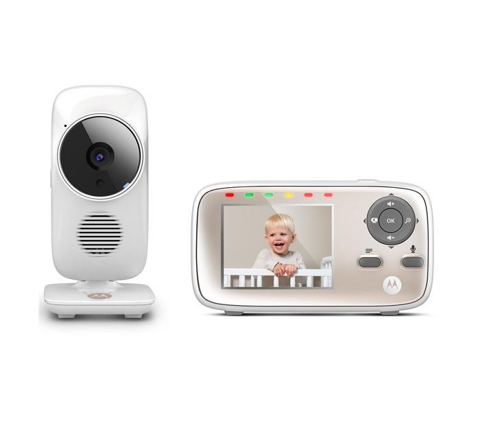 """Motorola Видеоняня MBP667 СonnectВидеоняня MBP667 СonnectMotorola Видеоняня MBP667 Сonnect выполненная в формате Outdor, что дает возможность размещать ее на улице при любых погодных условиях. Степень защиты по стандарту IP66. Просмотр изображения с любого устройства на платформе Andoid и iOS, изменение положения и угла наклона камеры, ночной режим, датчик комнатной температуры, система оповещения.  Особенности: цветной LCD дисплей, диагональ 2.8"""" два режима передачи данных: по стандарту FHSS 2,4GHz или по сети WiFi просмотр изображения с камеры при помощи смартфона, планшета или ПК и подключении к сети Интернет приложение Hubble for Motorola Monitors для доступа к видеоняни с мобильного устройства, которое можно скачать в магазинах Google Play и AppStore высокочувствительный микрофон регулировка яркости монитора и громкости родительского блока (8 положений для каждого параметра + беззвучный режим) двусторонняя связь ночной режим позволяет вести наблюдение при слабом освещении или его отсутствии датчик комнатной температуры, который выводит показания на экран видеоняни, позволяя родителям контролировать температуру в детской 5 полифонических колыбельных, которые успокоят ребенка и помогут ему уснуть 6 световых индикаторов уровня звука, которые отображают громкость плача, что особенно удобно, если видеоняня работает в беззвучном режиме таймер / будильник дистанционное масштабирование для детального рассмотрения транслируемого изображения таймер отключения детского модуля (звук передается при выключенном дисплее) сжатие изображения по методу MJPEG сжатие видео по стандарту H.264<br>"""