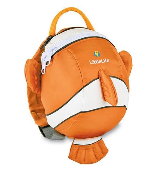 LittleLife Рюкзак с поводком Рыбка-клоунРюкзак с поводком Рыбка-клоунВместительный рюкзак LittleLife в виде рыбки-клоуна не оставит равнодушным ни одного ребенка. Выполнен из высококачественных материалов. Мягкие регулируемые плечевые ремни оснащены дополнительным ремешком, который фиксируется на груди, предотвращая соскальзывание рюкзака. Бейджик для имени и адреса внутри рюкзака поможет найти владельца при утере рюкзака. Капюшон-дождевик защитит голову ребенка от вредного воздействия солнечных лучей или от дождя.   Особенности: Предназначен для детей в возрасте от 1 года до 4 лет Материалы: полиэстер/нейлон Основное отделение на молнии Регулируемые по длине плечевые ремни Нагрудный ремень с фиксатором Отстегивающийся поводок Капюшон-дождевик Бейджик для имени и адреса  В комплекте: поводок, капюшон-дождевик.  Размеры: 14 х 18 х 23 см Емкость: 2 л<br>
